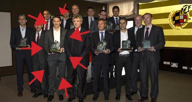 Le meilleur entraîneur de Liga se cache sur cette photo. Sauras-tu le retrouver ?