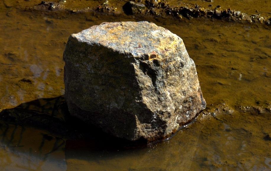 Ceci est un pavé dans la mare