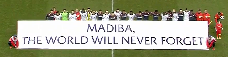 « Cette journée de commémoration de Nelson Mandela, et donc de tristesse, pourrait être un jour de fête pour la Grèce ». Ah, toi aussi t'es militant à l'Aube Dorée ? Notons que l'arbitre préfère mettre un doigt dans le cul d'une petite fille plutôt que d'être sur la photo.