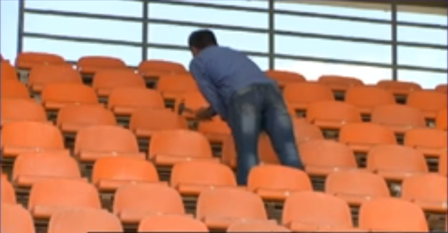« Oh merde la Champions League demain. Quoi y'a la télé qui vient ? Vlad ramène toi vite passer un coup de marteau sur les sièges! »